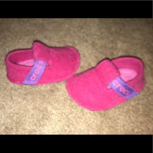Crocs Baby Girl Size 4 Slippers NWT